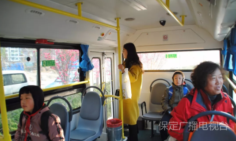 保定微循環公交開通 引來無數關注目光和稱贊